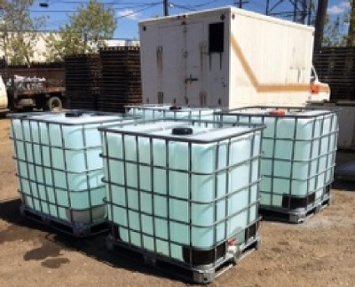 5 portable water tanks ready for transport